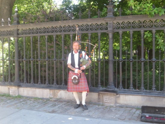 bagpipe player @ University & Queen