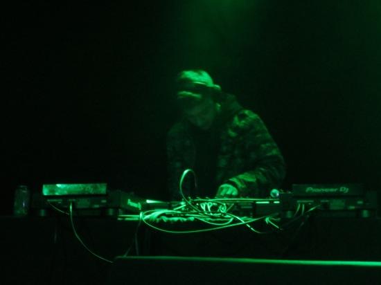 Shigeto (closing DJ set)
